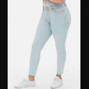 Gap MidRise True Skinny Ankle Jeans w/ Raw Hem NWT